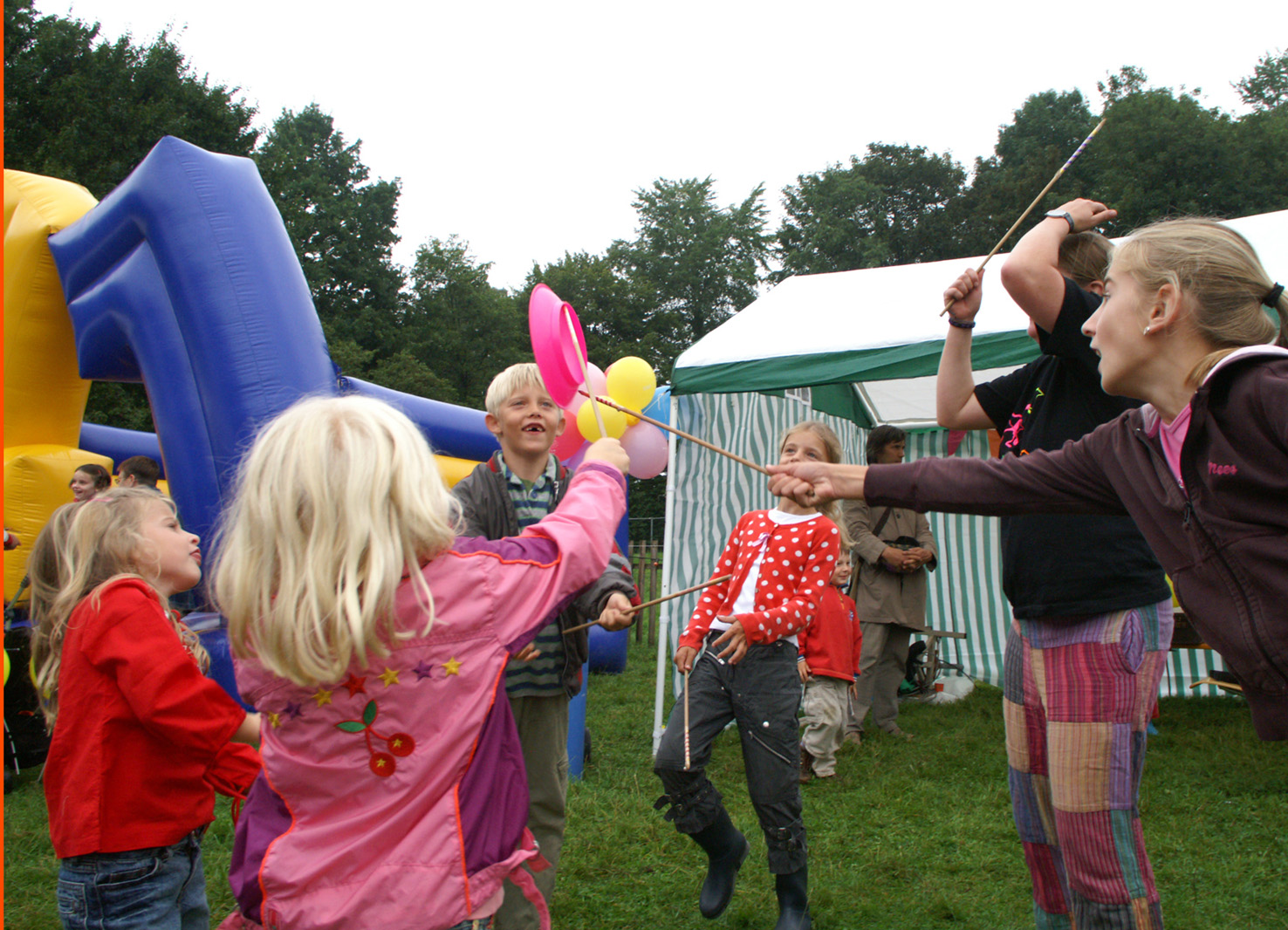 Workshop Borden - Open Piste Workshops Boerederijpop - Circus Kiko ism Circus Chiwawa