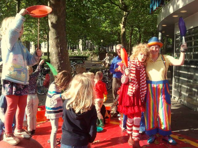 Circus Kiko en Clown Popi - Open piste workshops in opdracht van de AH in Oosterbeek en Tasty Entertainment.