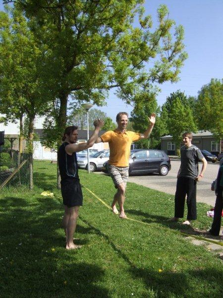 Slackline workshop op het Nedrlands acrobatiek festival in Bemmel door esther Scheffer - Circus Kiko Workshops