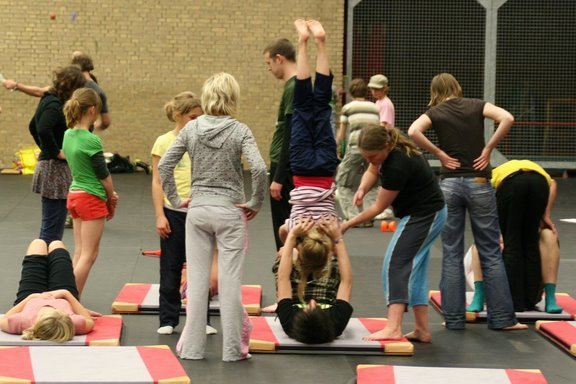 Nederlands Jongleer Festival - workshop acrobatiek door Siebert en Esther